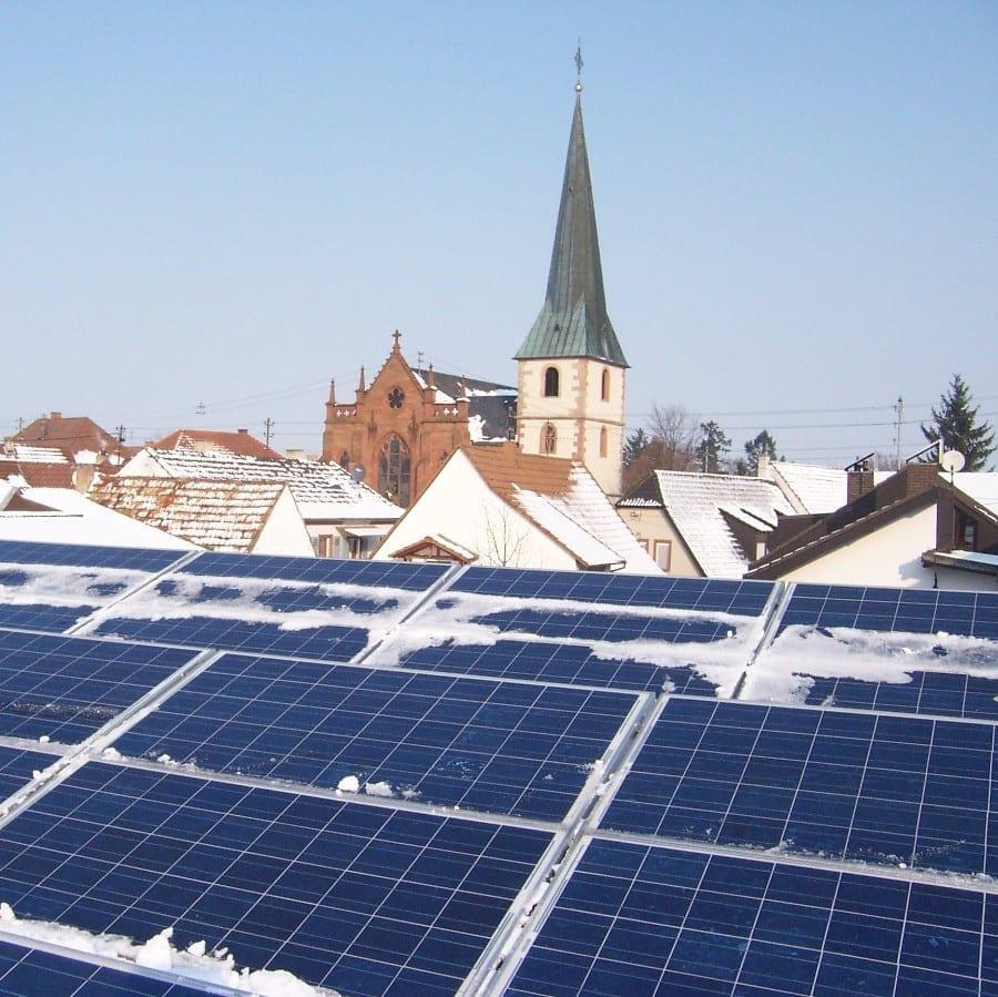 Unsere Solaranlage im Winter. Vom Schnee befreit.
